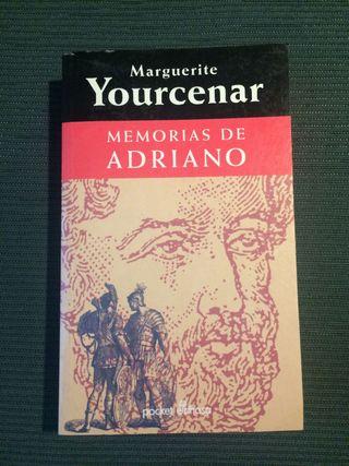 """Libro """"Memorias de Adriano"""""""
