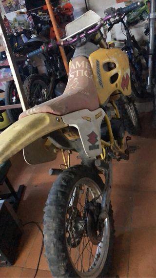 Suzuki rmx 50cc matriculada.