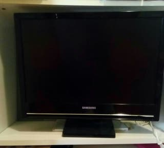 "Monitor Plano LCD 22"" FULL HD"