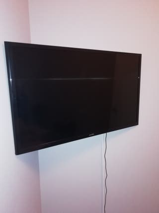 "TV 32"" Samsung UE32J4000AW + soporte de pared"