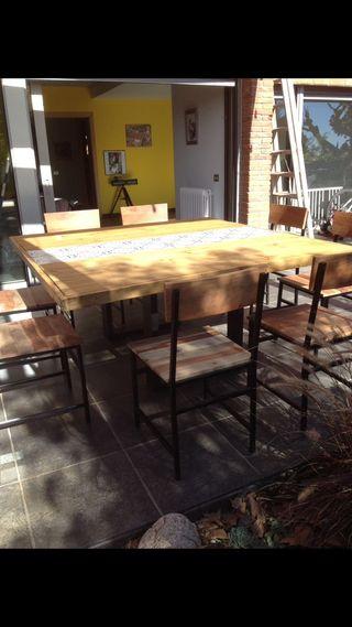 Mesa de comedor de 160 X 160 de madera maciza