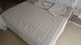 Edredón, cortinas, funda cama