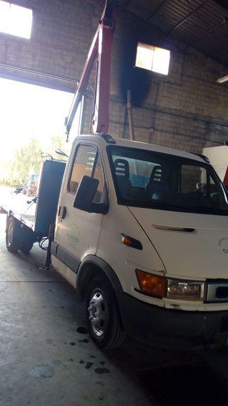 Servicios con camión con grúa desde 25€