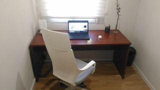 Mesa y estantería Despacho/Oficina