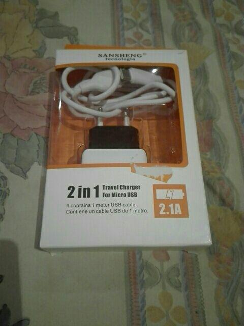 Cargador travel 2 en 1 con micro USB