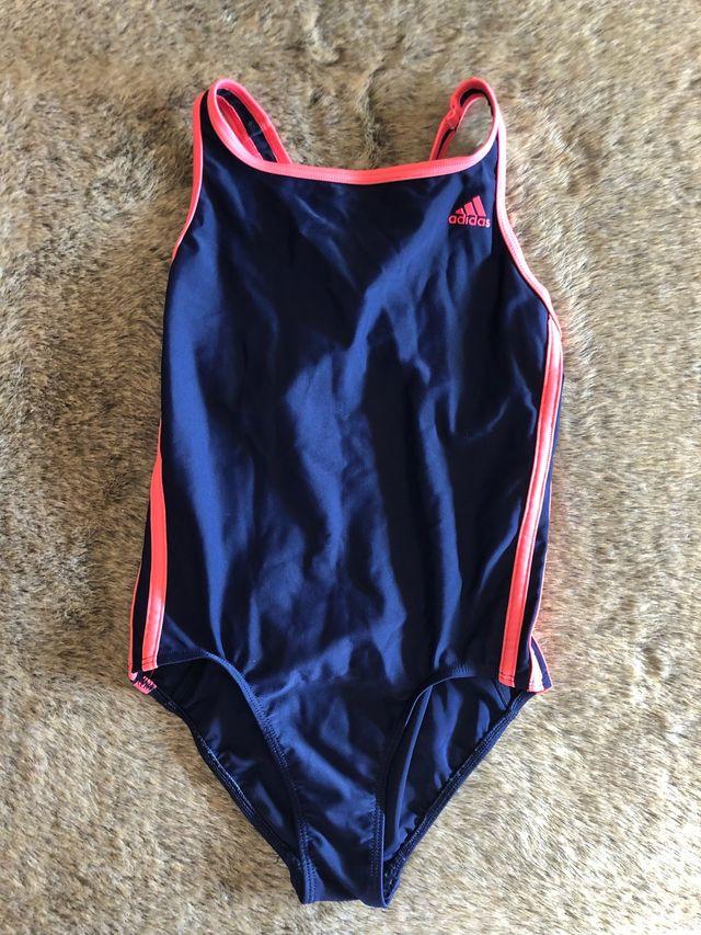 76a1a0c54693 Adidas bañador natación niña de segunda mano por 10 € en Málaga en ...