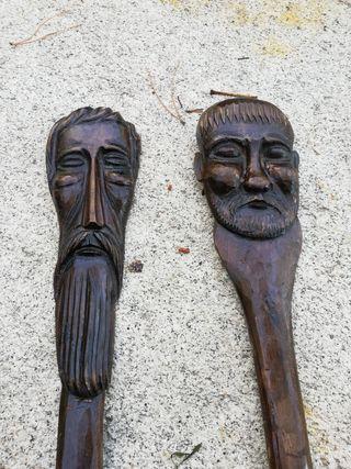 cuchara y tenedor de madera tallada