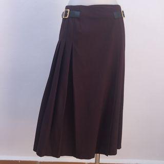 Falda tablillas Zara con etiqueta color berengena