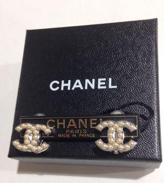 Chanel Originales pendientes perlas metal