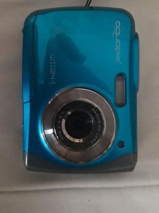 cámara de fotos acuática con caja