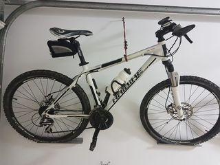 Bicicletas de montaña hombre y mujer.
