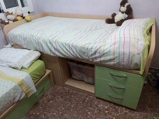 Tres camas habitación juvenil