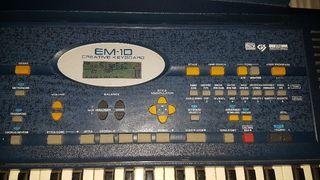 Teclado electrónico EM 10