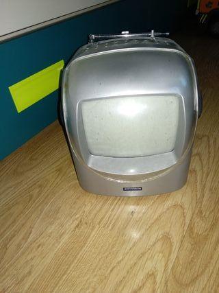 tv y radio funciona a pilas y a la luz también