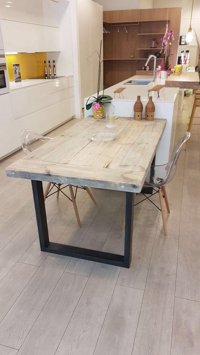 Mesa pequeña de comedor de madera maciza reciclada de segunda mano ...