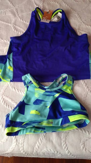 camiseta de tirantes y top deportivo
