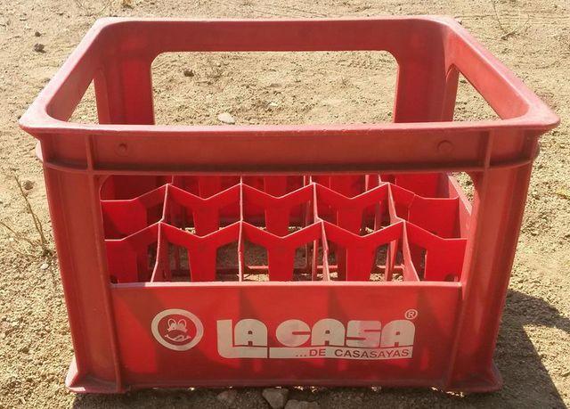 Caja de plastico de la casa de casasayas