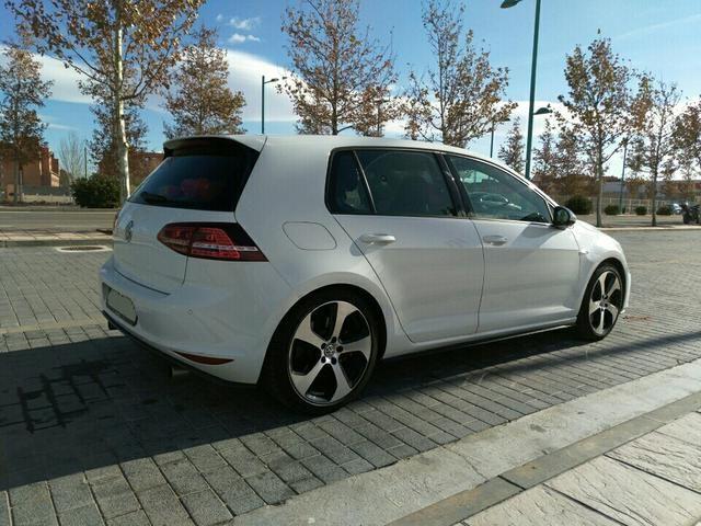 Volkswagen Golf GTI Performance Dsg