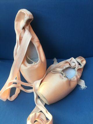 Zapatillas danza moderna y puntas danza clasica