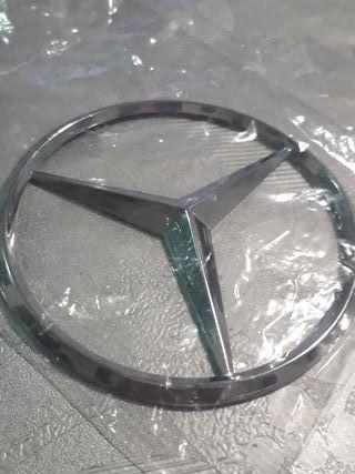 2 insignia de Mercedes