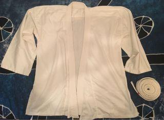 Chaqueta kimono y cinturón blanco