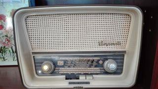 Antigua Radio de válvulas. Sanz, le falta el cable