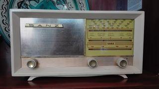 Radio antigua Sanz modelo 702