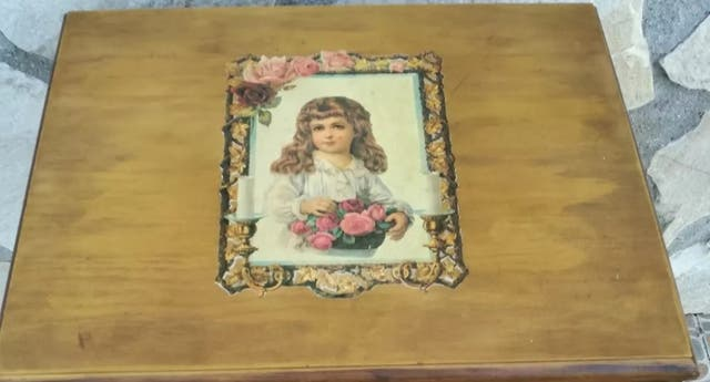 Antigua mesa costurero