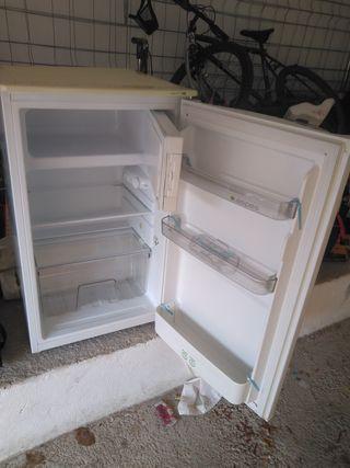NEVERA PEQUEÑA /congelador