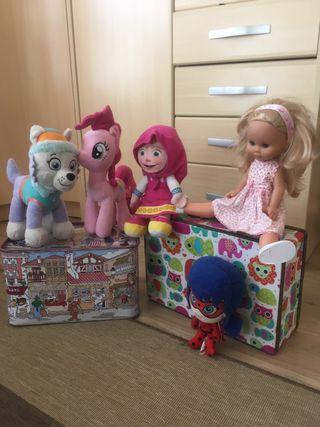 Muñecos REGALO MALETÍN Y CAJA