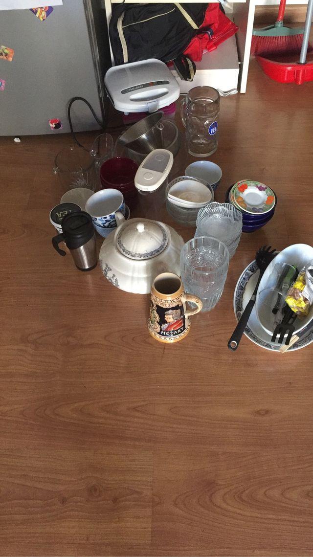 Platos, bols, cubiertos, jarras, tazas...