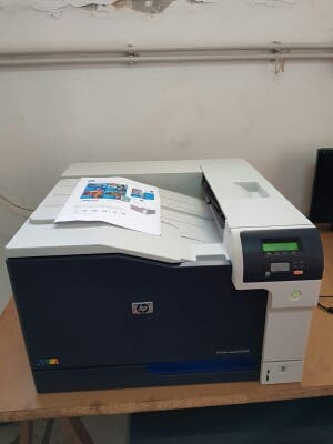 Impresora HP laserjet CP5225