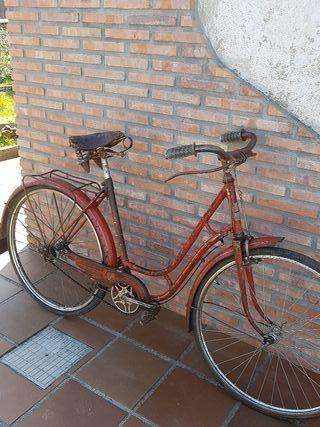 bicicleta antigua de mujer vintage