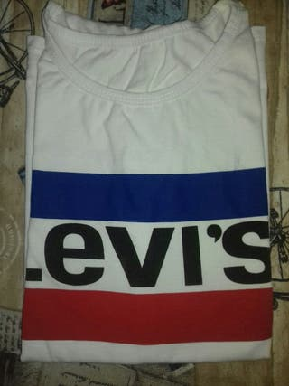 Camiseta Levi's (no original)