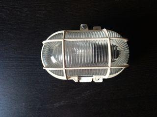 Aplique de luz con bombilla PHILIPS de 60W (Usado)