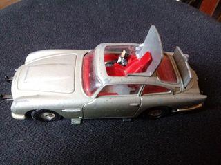 coche corgi 007. juguete antiguo