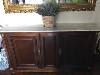 Aparador de madera con encimera de marmol
