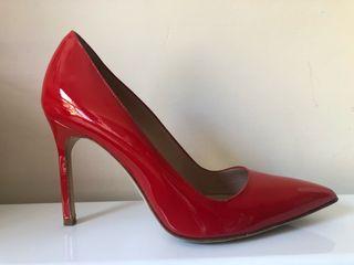 Manolo Blanhik's red stillettos size: 35 EUR/2 UK
