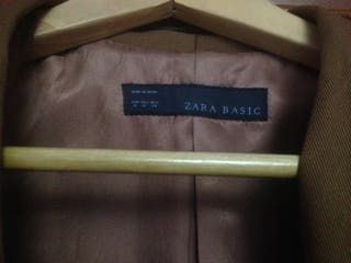 Zara M marrón actual tipo frac y entallada