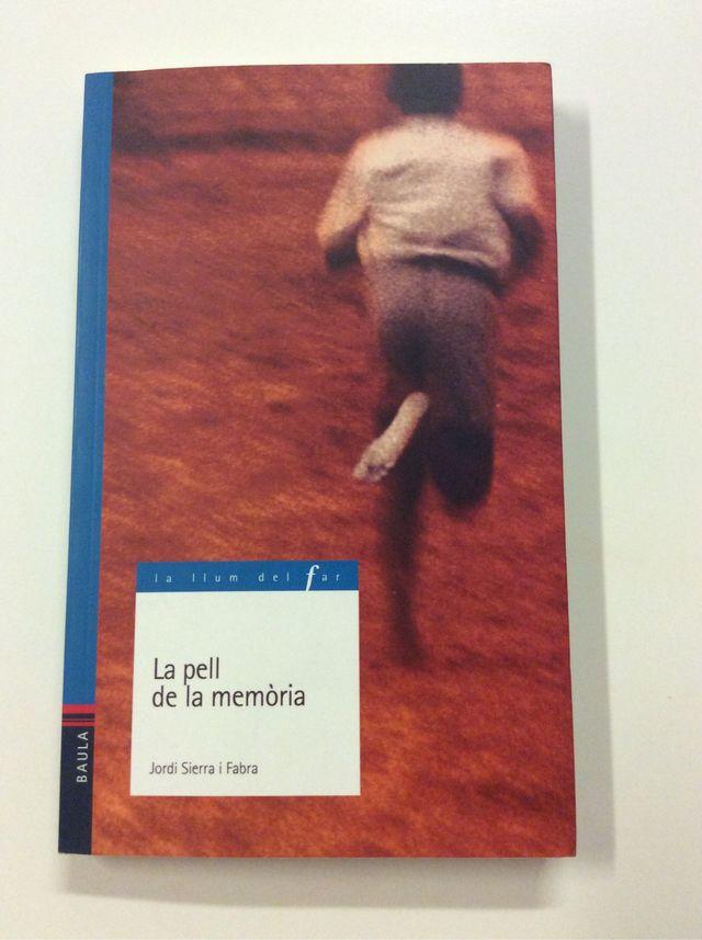 """Libro """"La pell de la memòria"""""""