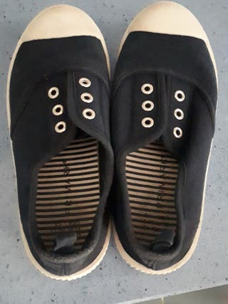 Zapatillas azules de tela