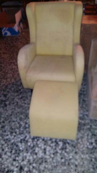 sofa orejero con reposa pies