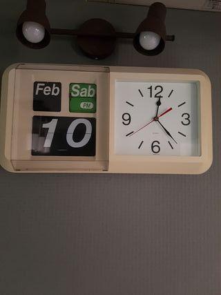 Reloj calendario de pared vintage