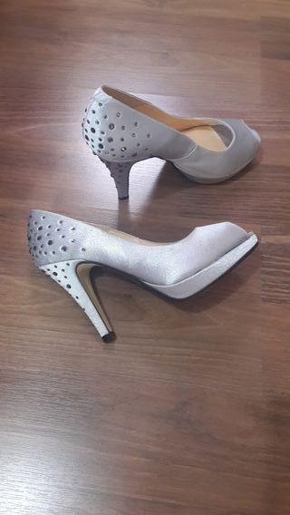 Accesorios mujer. Zapatos tacón.