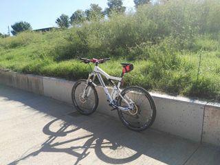 Vendo bicicleta Rockrider 9.2 doble suspensió 500€