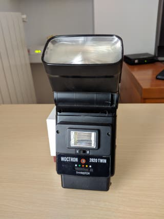Flash automatico y manual.
