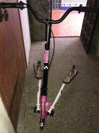 Patinete 3 ruedas rosa.