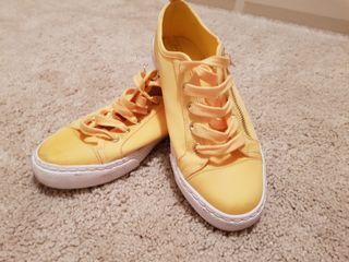 Zapatillas raso amarillo stradivarius 38