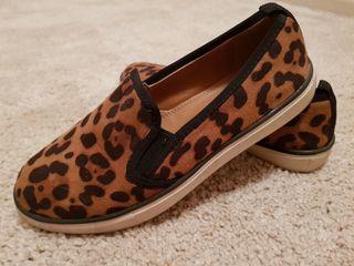zapatillas blanco con pelito de leopardo 38