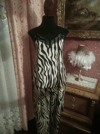 Traje NUEVO pantalón americana blusa talla M tigre